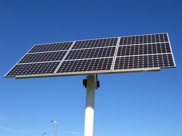 Photovoltaic array - pole-mounted